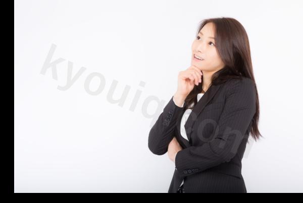 ニコニコ笑う女性